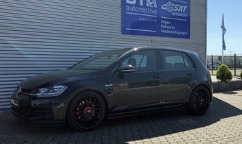 oz-superturismo-evolutione-gloss-black-und-red-lettering © GT-Automotive GmbH & Co. KG