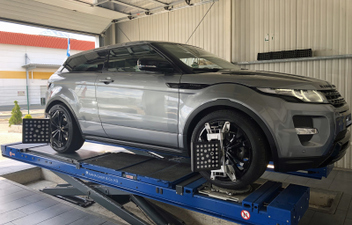 range-rover-evoque-3d-achsvermessung-spureinstellung © GT-Automotive GmbH & Co. KG
