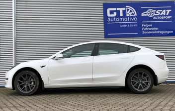 tesla-model-3-hoeherlegung-spaccer © GT-Automotive GmbH & Co. KG