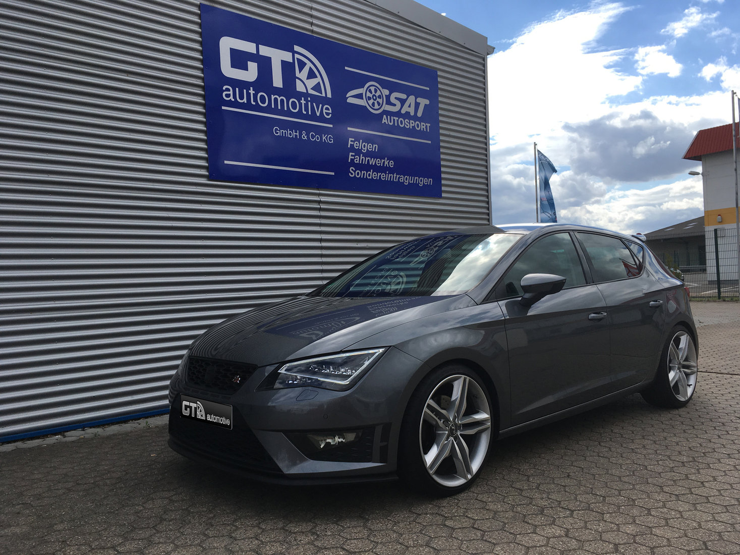 seat leon typ 5f galerie by gt automotive gmbh co kg. Black Bedroom Furniture Sets. Home Design Ideas